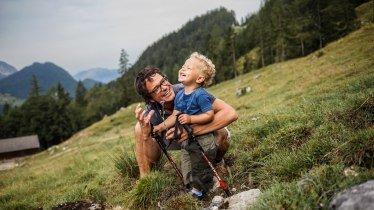 xhiking-with-kids-towards-hinterschiesslingalm-hut-near-scheffau-in-the-wilder-jpeg-pagespeed-ic-y90bdaitnz