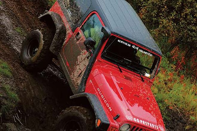 131_0602_13_z+4x4_jeep+front_view_down_hill.jpg
